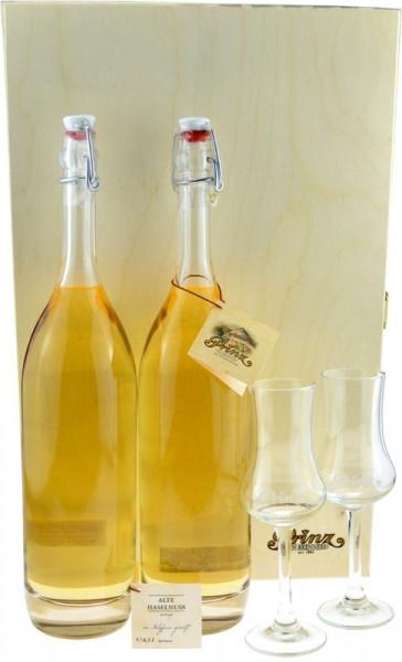 Prinz Schätze aus dem Holzfass Nr.7: 2 Flaschen Alte Haselnuss im Holzfass gereift + 2 Kelchgläser i