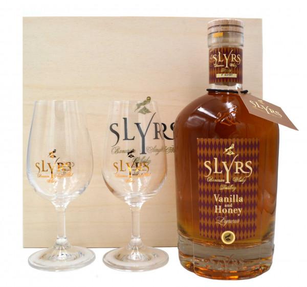 Slyrs Malt-Whisky Liqueur + 2 Gläser u. Holzkiste
